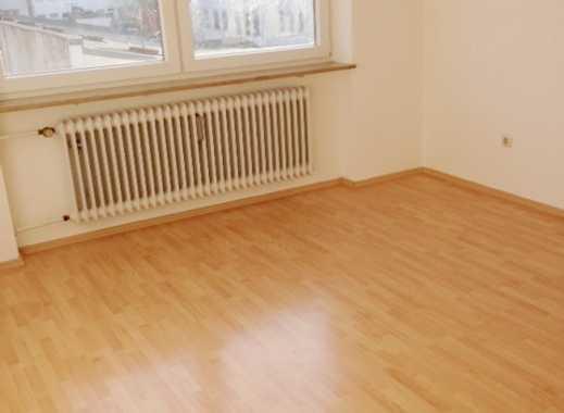Schöne sonnige 2 Zimmerwohnung am Plärrer