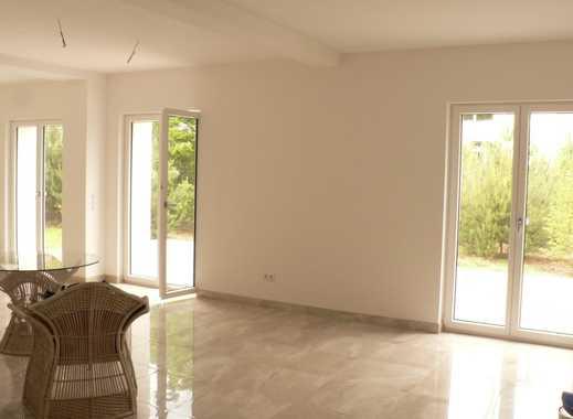 Schöne, geräumige vier Zimmer Wohnung in Roth