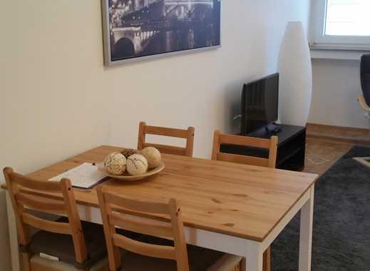 D-Oberkassel: freies, vollmöbiliertes, helles Apartment, EBK, weißes Bad, ruhige Rheinnähe