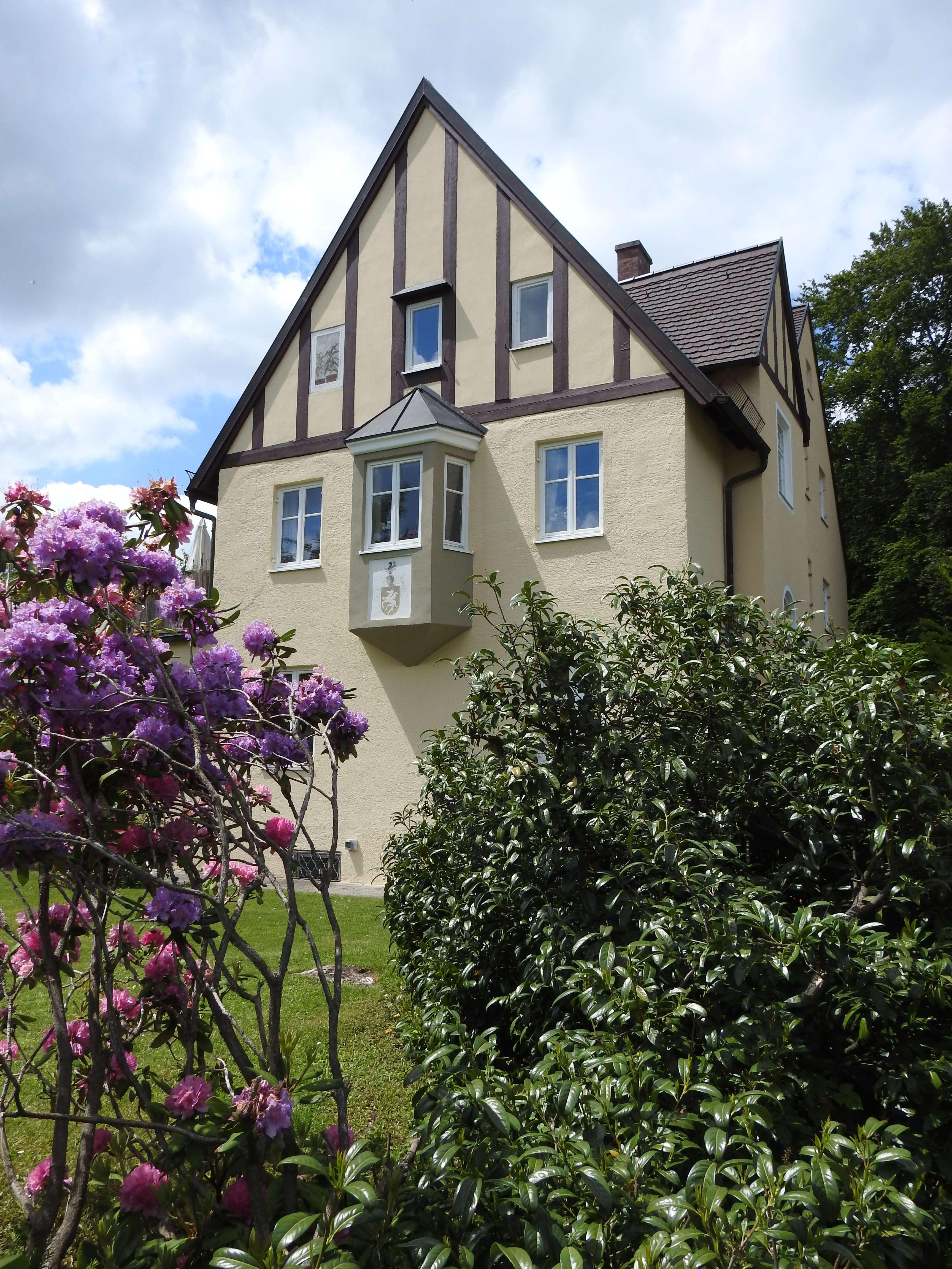 """Liebhaberwohnung """"Haus-in-Haus"""" in historischer Villa in Gauting in"""