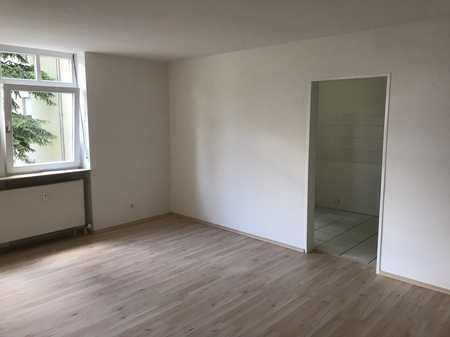Gepflegte 3-Raum-Wohnung mit Balkon und Einbauküche in Straubing in Kernstadt (Straubing)