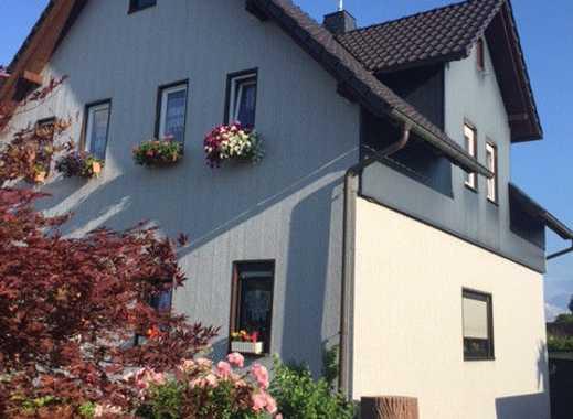 Einfamilienhaus mit Garage, Carport und Garten in Sonneberg