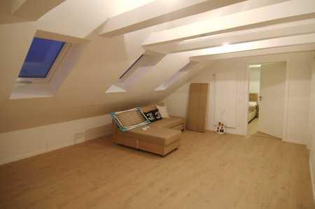 Frisch renovierte 2,5-ZKB Dachgeschosswohnung in A.-Lechhausen in Lechhausen (Augsburg)