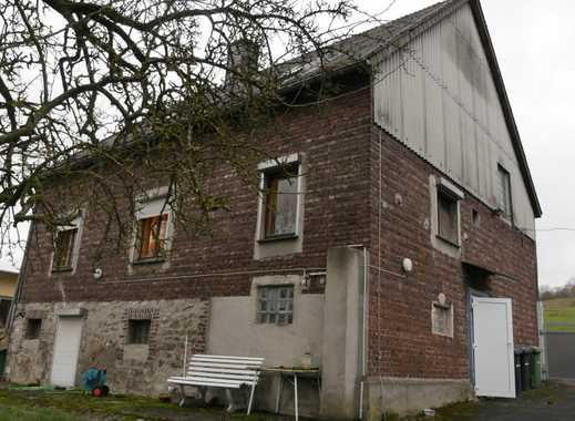Kleines Haus mit viel Grundstück und Garagen in Brilon