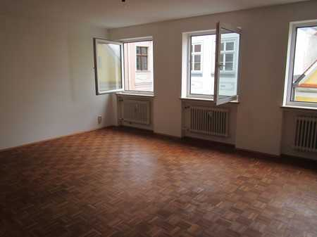 Zentral gelegene 3,5-Zimmer-Wohnung mit Balkon in Memmingen in Memmingen-Innenstadt