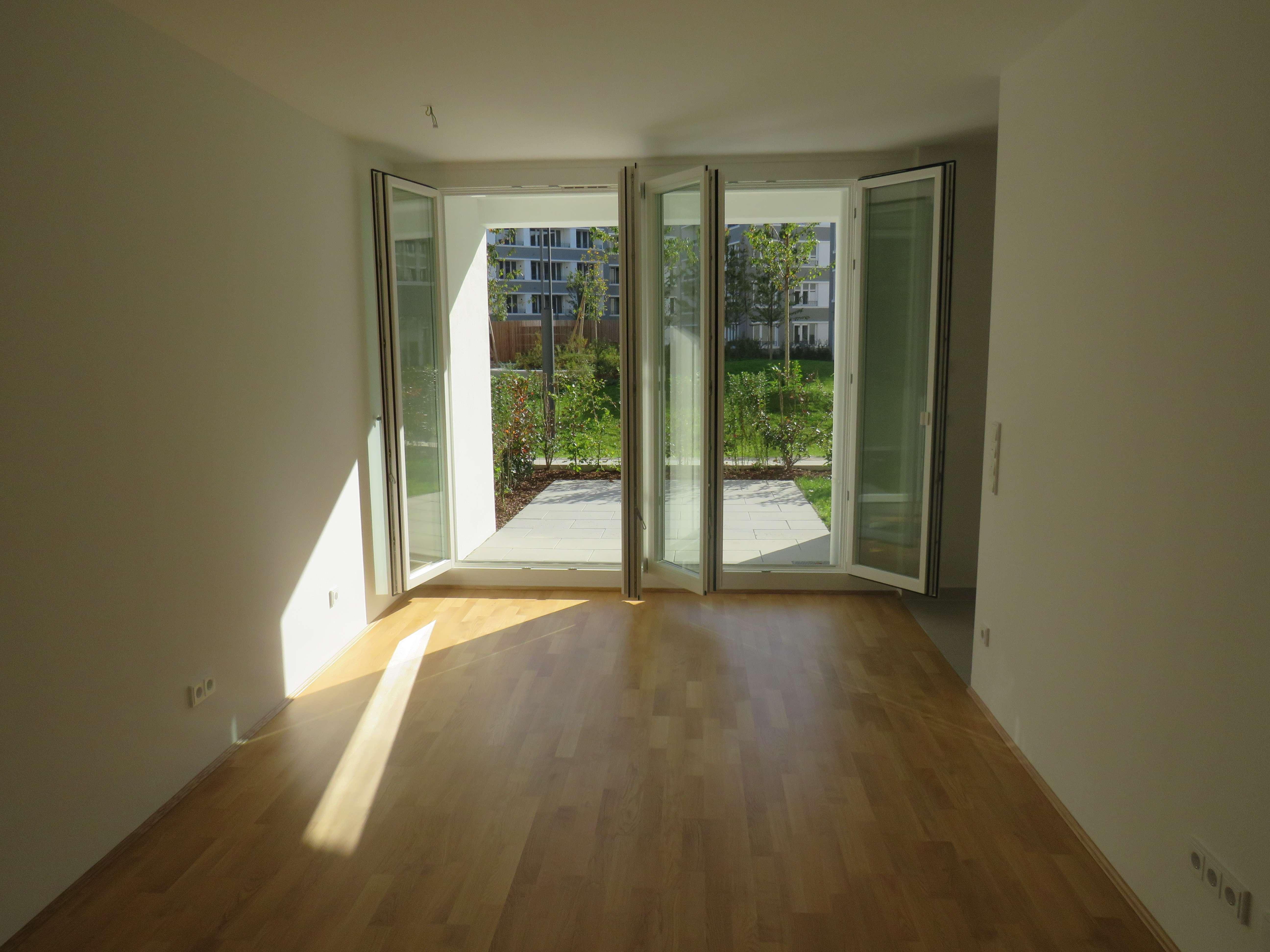 Erstbezug: schöne 2-Zimmer-Erdgeschosswohnung mit Einbauküche und Terrasse in Pasing, München in Obermenzing (München)