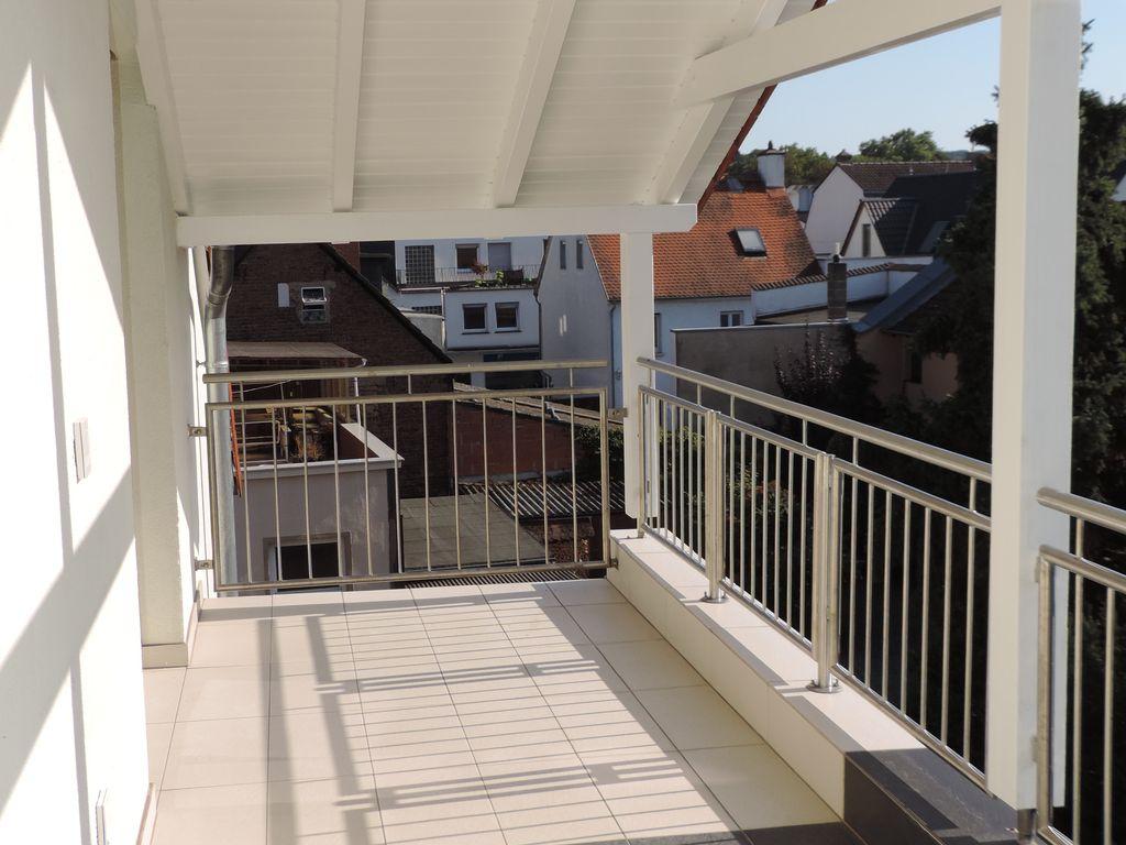 Foto 1 überdachter S/W Balkon