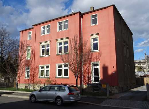 Helle 2 Zimmerwohnung mit Kamin und Einbauküche ab sofort zu vermieten.