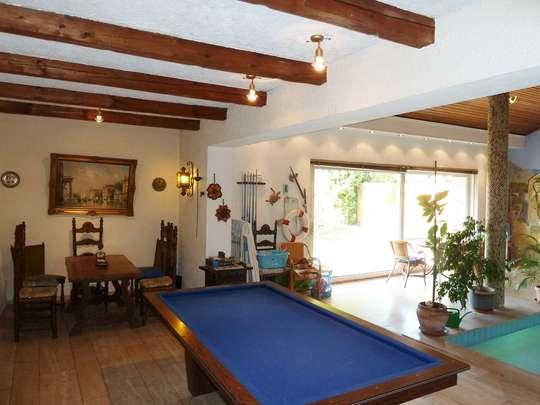 Einladendes Wohnhaus mit großer Schwimmhalle - Bild 9