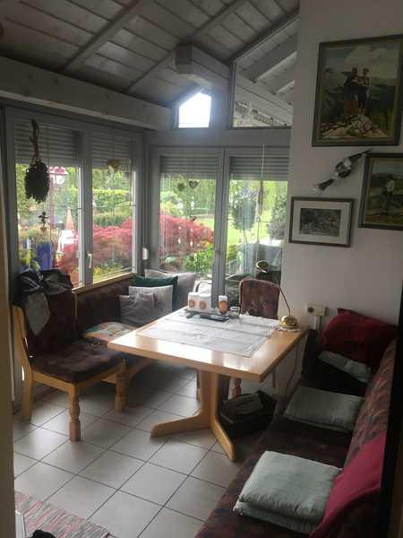 viel Platz für die Familie zentral und ruhig, mit Gartenteil, Wintergarten, Hobbyraum in Ichenhausen