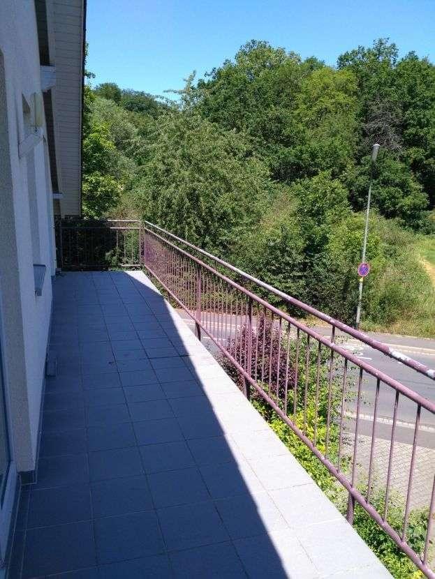 Helle 2-Zimmer-Wohnung in Höchberg mit großem Balkon, TG-Stellplatz + eigener Außenstellplatz in Höchberg