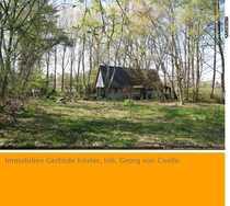 Idyllisch gelegene Jagd-Hütte auf bewaldetem