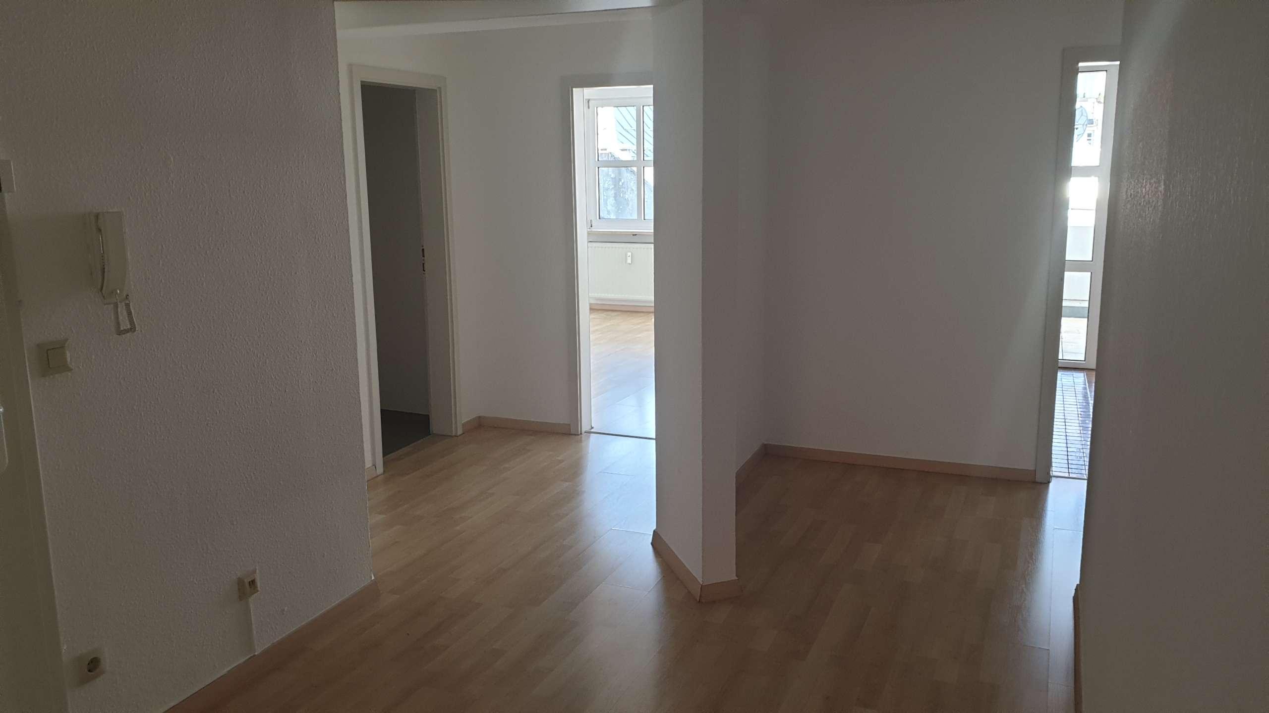 Helle 4-Zimmer Wohnung mit großem Balkon
