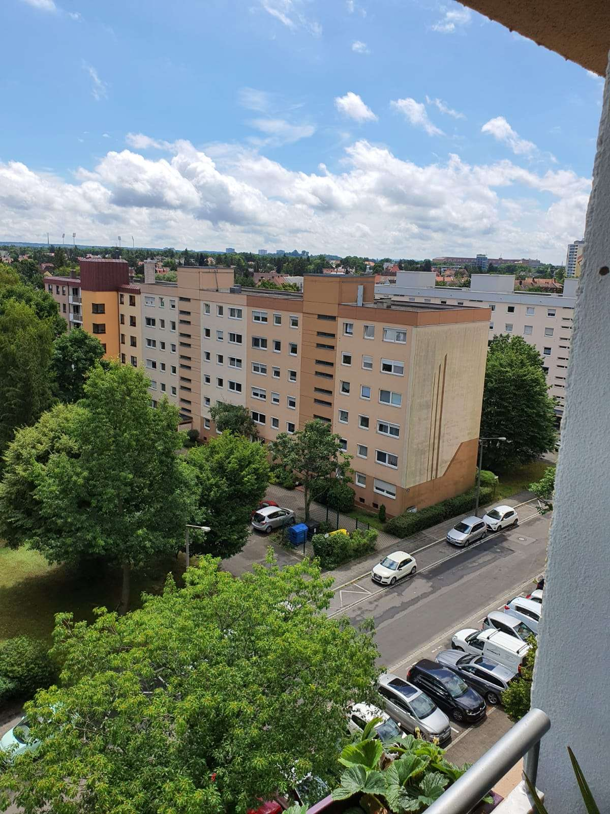 Schöne 3,5 Zimmer Wohnung in Nürnberg, Zerzabelshof - tolle Aussicht in gepflegter Anlage in