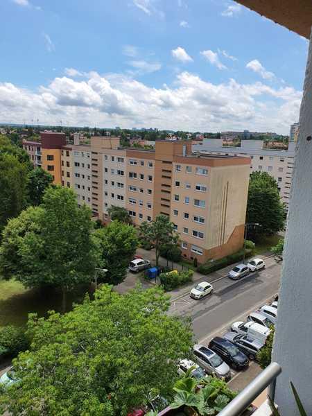 Schöne 3,5 Zimmer Wohnung in Nürnberg, Zerzabelshof - tolle Aussicht in gepflegter Anlage in Zerzabelshof (Nürnberg)
