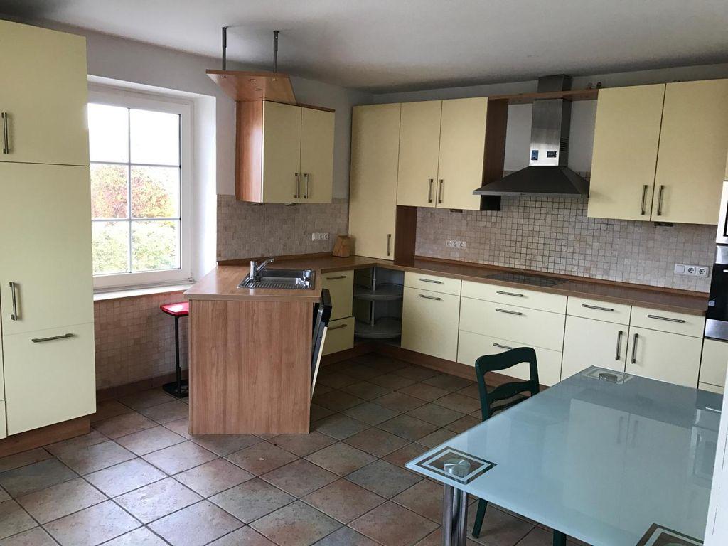 250 qm reihenhaus mit garten dachterasse wohnzimmer und partykeller. Black Bedroom Furniture Sets. Home Design Ideas