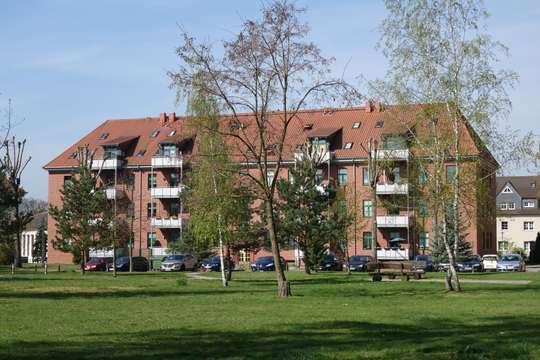 4 - Zi. mit Fahrstuhl, Balkon u. 2 Bäder  in Bestlage zu vermieten