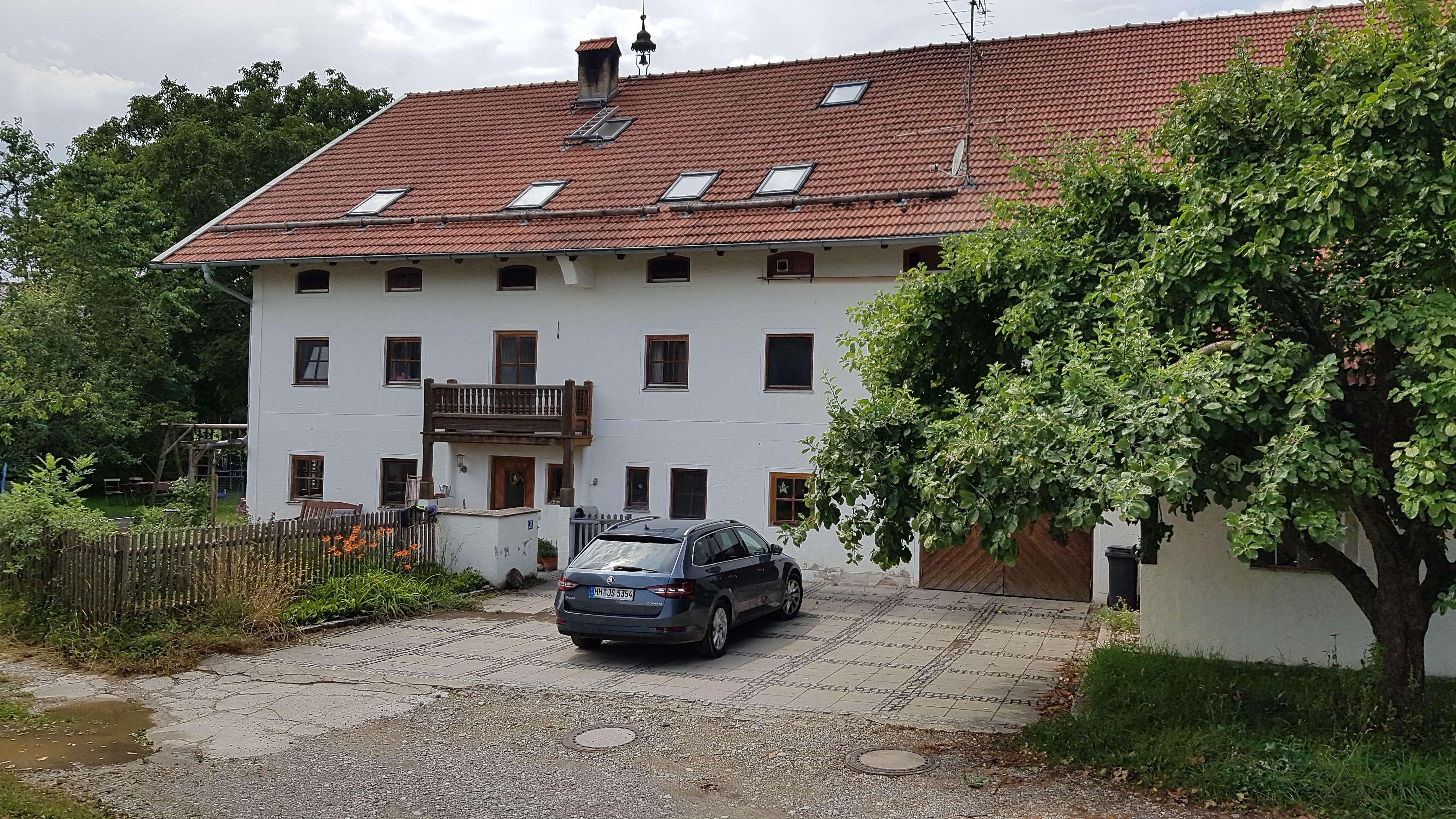 Wohnung (EG und 1.OG) in einem sanierten 2 Familien Bauernhaus mit großem Garten