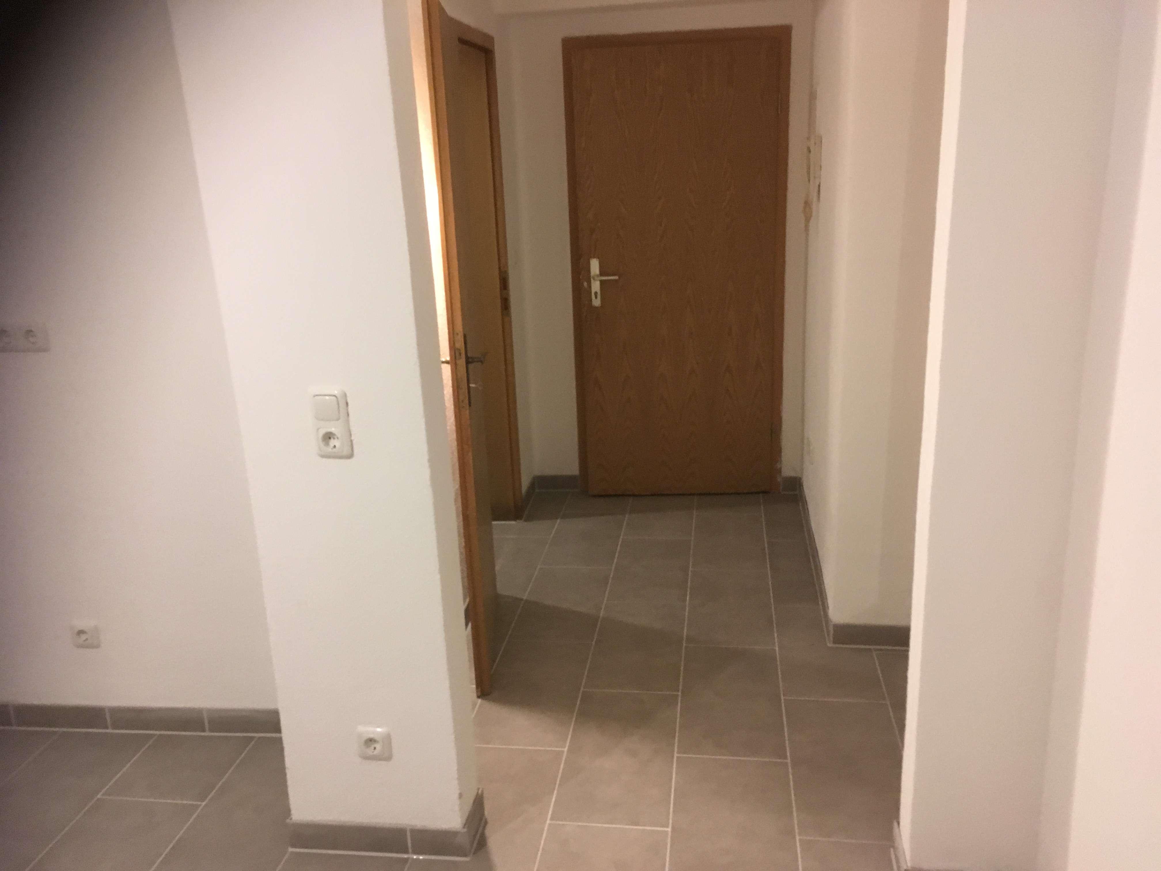 Attraktive, modernisierte Souterrain 1-Zimmer-Wohnung in Neuburg an der Donau in Neuburg an der Donau