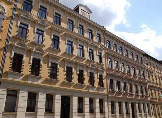 1,5 Zimmer: große Küche mit EBK / Parkett / Balkon / ideal für Singles und Paare, citynah gelegen