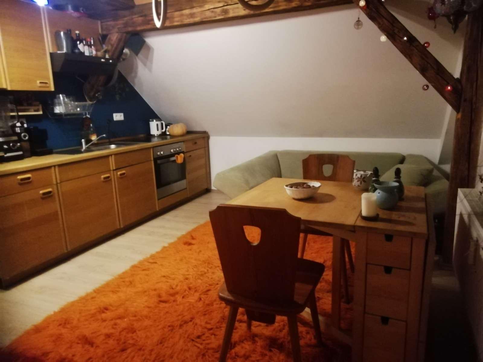 Ansprechende 2-Zimmer-Dachgeschosswohnung mit Einbauküche in Pfaffenhofen a.d Ilm in