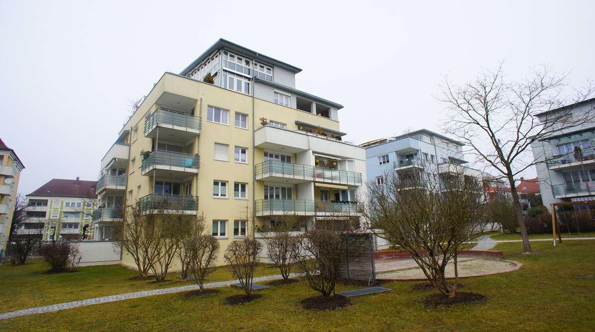 Schöne 2 Zimmer Maisonette-Wohnung mit 2 Balkonen, EBK und Aufzug in Göggingen in Göggingen