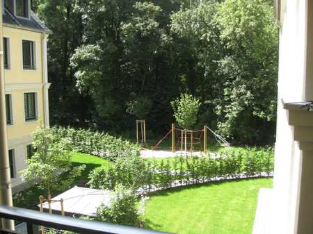 Lehel/Eisbach/Englischer Garten - schöne 3 Zi. Parkett Whg. mit Balkon, EBK u. 2 Stellpl. in Lehel (München)