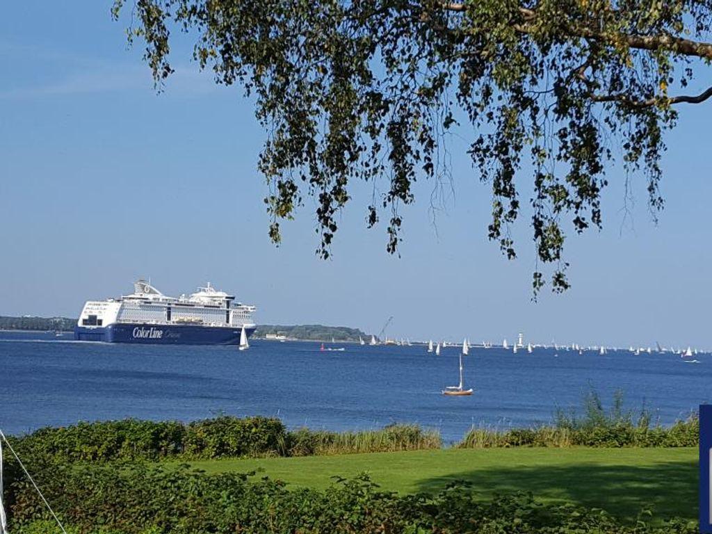 Buntes Treiben auf der Kiel...