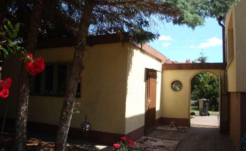 Garage und Garteneingang