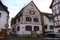 Historisches charakteristisches Fachwerkhaus mit Renovierungsbedarf