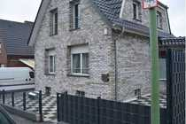 Freistehendes Einfamilienhaus mit Garage in
