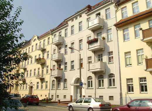 3-Raum -  Traumhafte Dachgeschosswohnung mit Balkon und Einbauküche