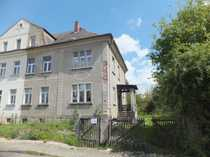 Leerstehendes Wohnhaus mit großem Gartengrundstück