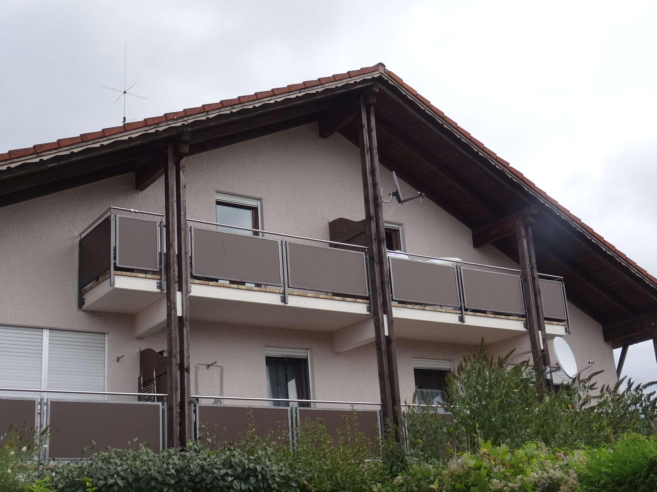 Gepflegte 1-Zimmer-Dachgeschosswohnung mit Balkon und EBK in Egglfing am Inn, Vorort von Bad Füssing in