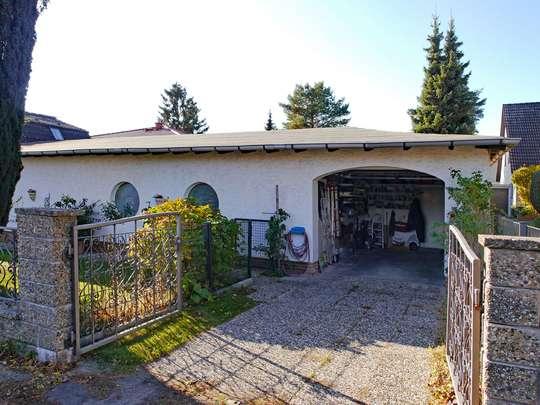 Einladendes Wohnhaus mit großer Schwimmhalle - Bild 3