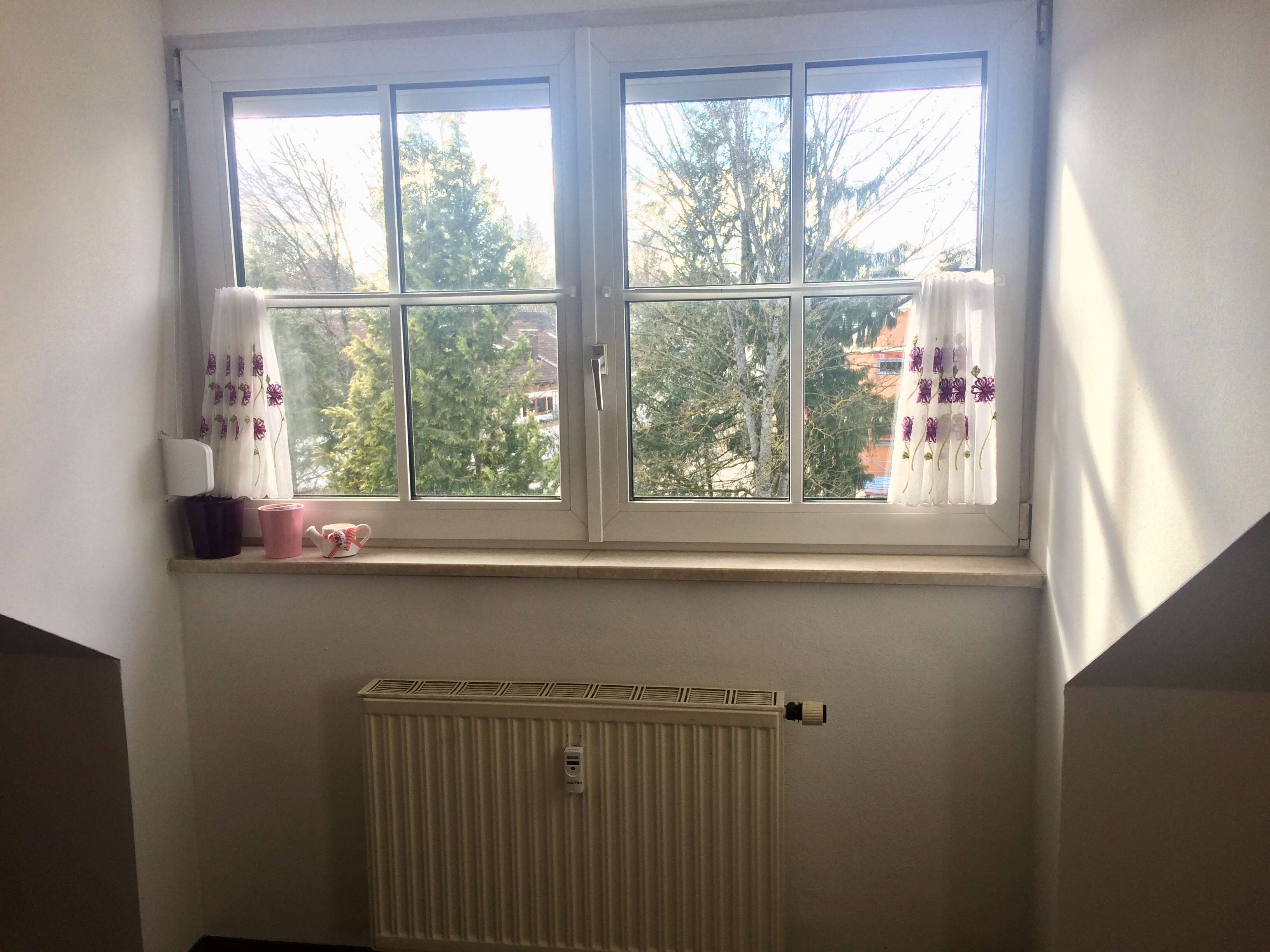 Helle, freundliche 2-Zimmer-Dachgeschoss-Wohnung in Neukeferloh in Grasbrunn