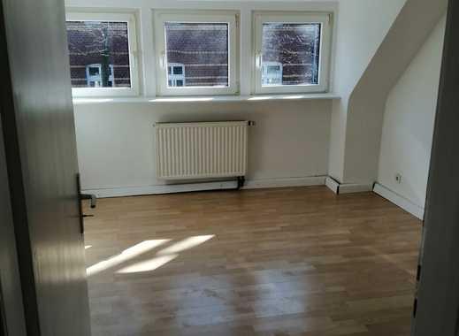 Neu renovierte Dachgeschoß-Wohnung in ruhiger Lage!!