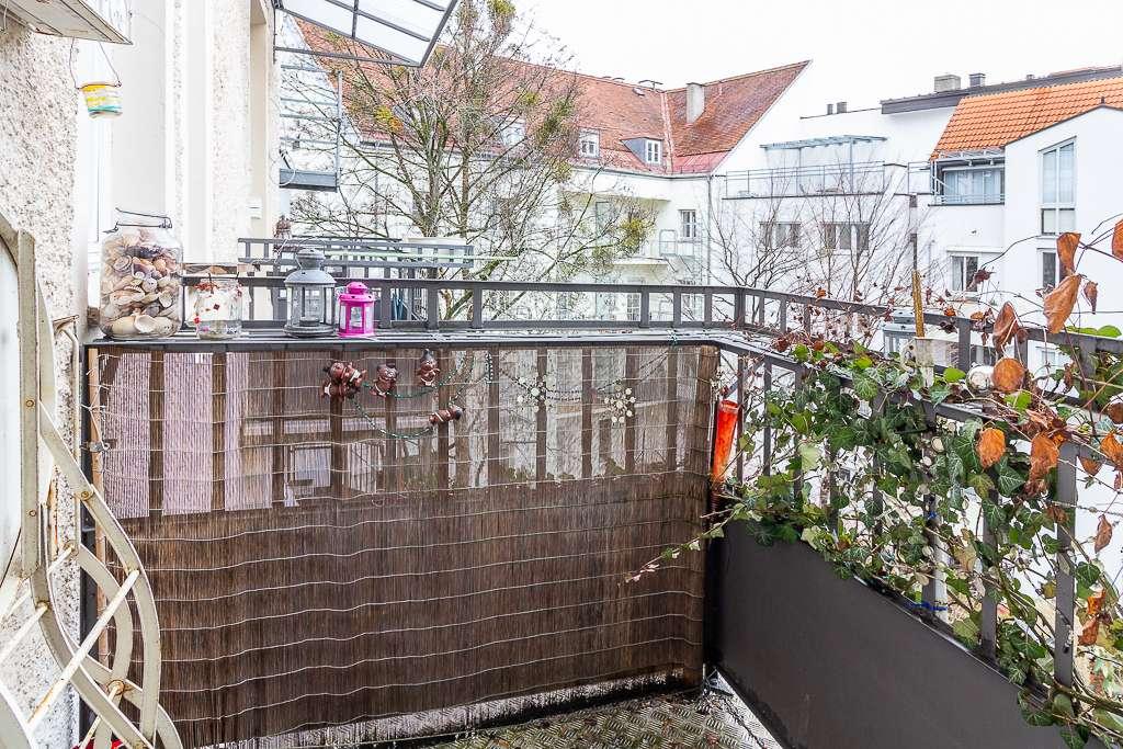 Verträumte Altbauwohnung inkl. TG Stellplatz komplett eingerichtet