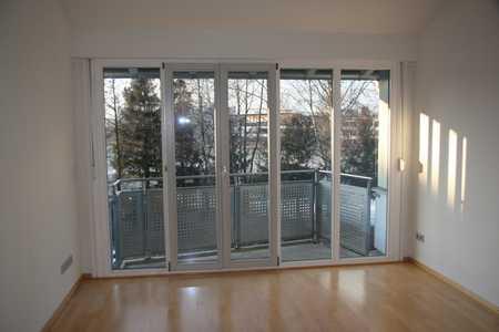 Exklusive, gepflegte 2-Zimmer-DG-Wohnung mit Balkon und EBK in Altenerding in Erding