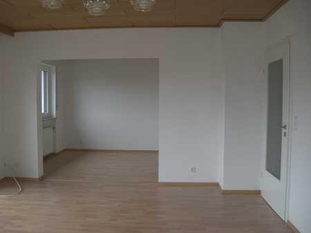 Vollständig renovierte 4-Raum-Wohnung mit Balkon in Seukendorf in Seukendorf