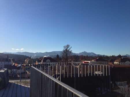 Zentral über den Dächern von Traunstein: Penthouse mit Dachterrasse und Balkonen in Traunstein