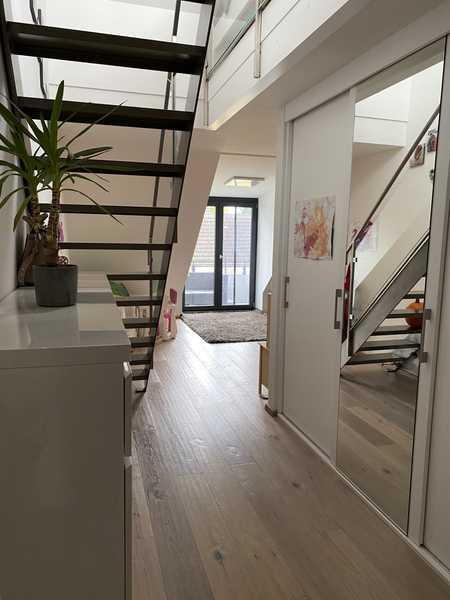 Schöne, hochwertige 2,5-Zimmer-DG-Wohnung inkl. Galerie in Unterschleißheim