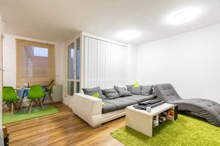 Sehr schöne 2-Zimmer-Wohnung mit Balkon, Einbauküche und Tiefgaragenplatz in Zentrum von Ingolstadt in Mitte (Ingolstadt)