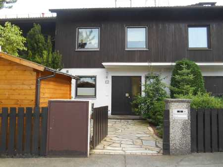 Exklusive, gepflegtes 1-Zimmer, Mitbenutzung Wohnzimmer, EBK, Garden und Waschküche in Sauerlach in Sauerlach
