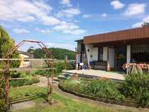 Schöner Garten mit Gartenhaus zu