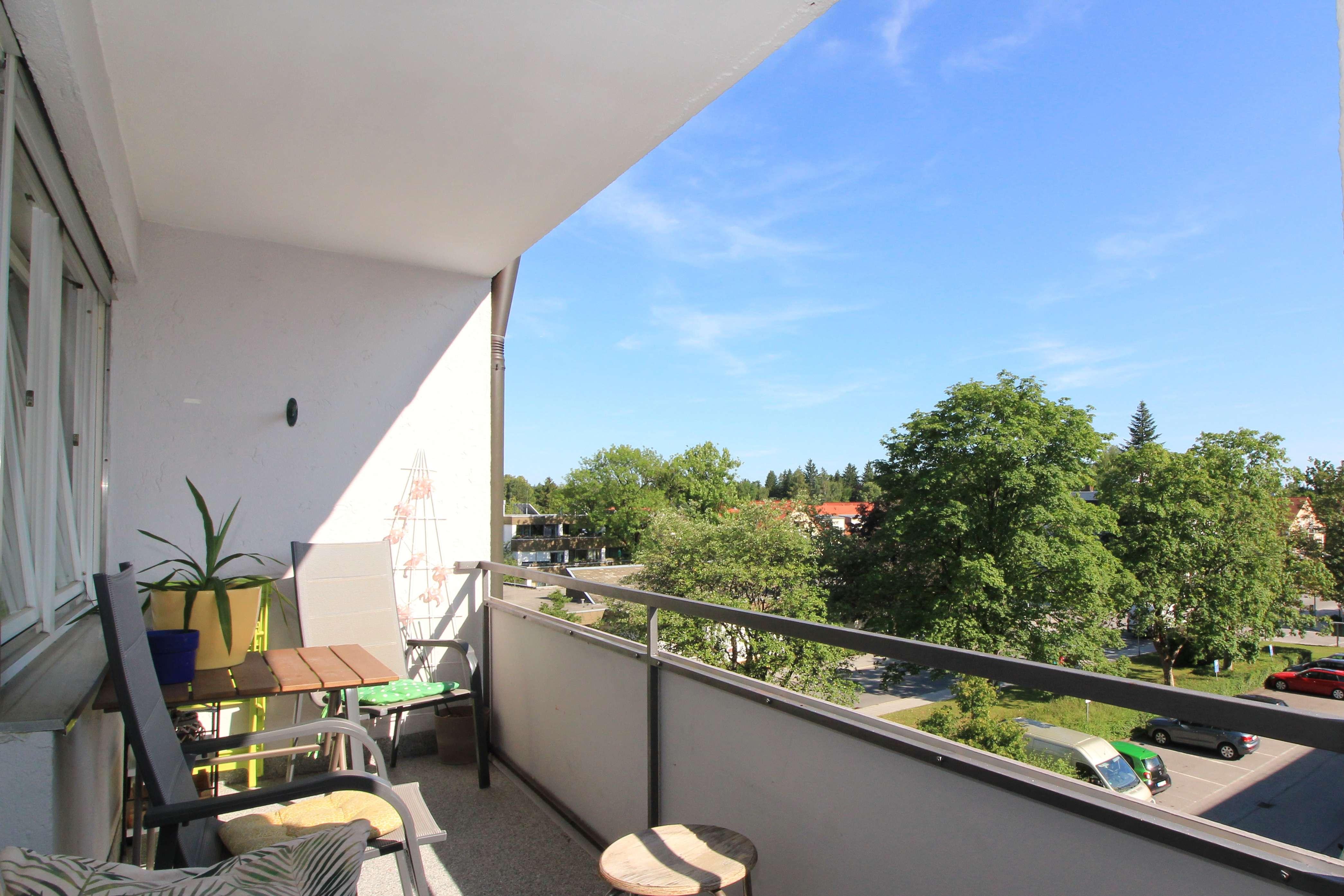 Gut geschnittene 4-Zimmer-Wohnung mit Balkon in Baldham