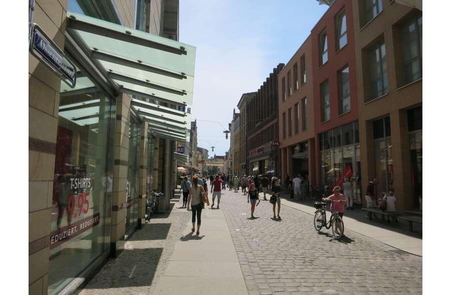 Blick auf die Einkaufsstraße