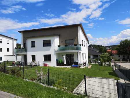 Neuwertige 3-Raum-Wohnung mit eigenem Garten und Einbauküche in Bayerbach bei Ergoldsbach in Bayerbach bei Ergoldsbach