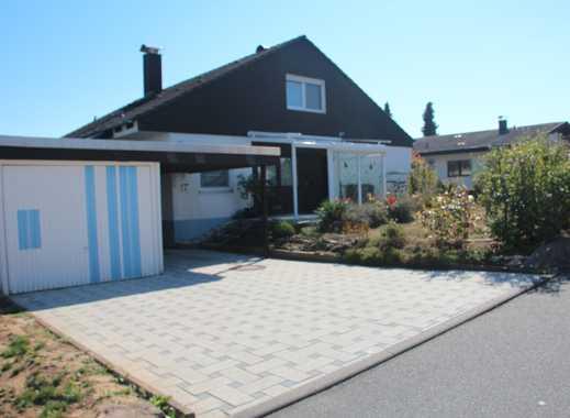 Mehrfamilienhaus in ruhiger bevorzugter Wohnlage, mit Garage & Carport