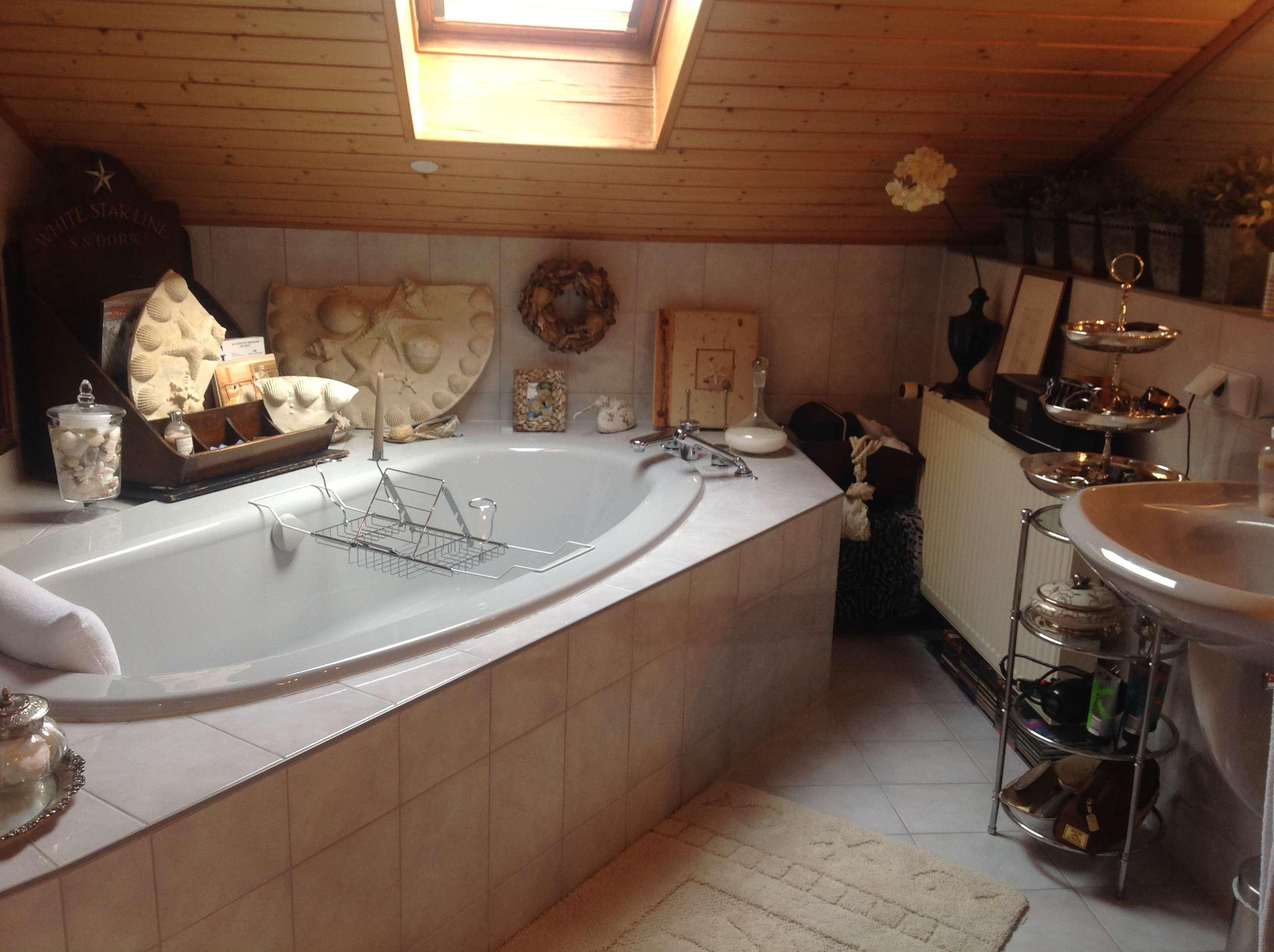 exclusive 3-Zimmer-DG-Wohnung mit Einbauküche in Deggendorf zentral in